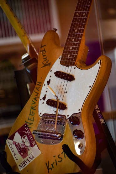 Guitarra de Nirvana Autografiada